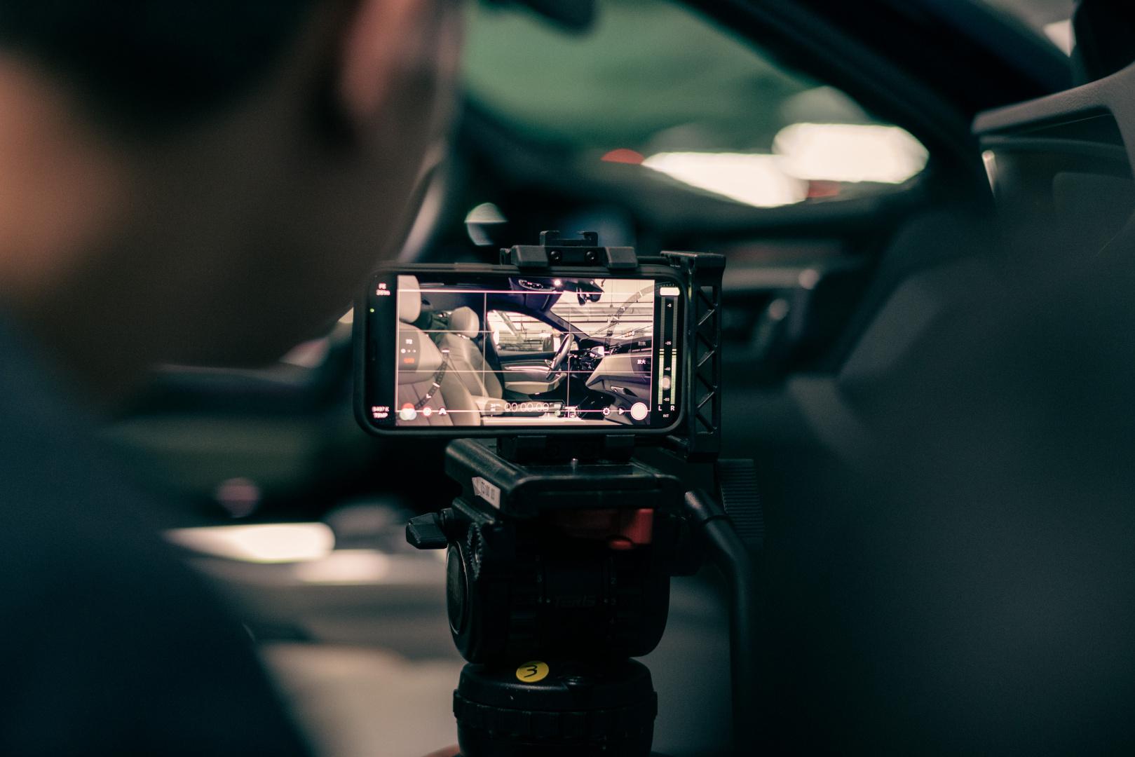 SMALL_廖明毅導演使用創新的手法拍攝,也搭配創新的道具