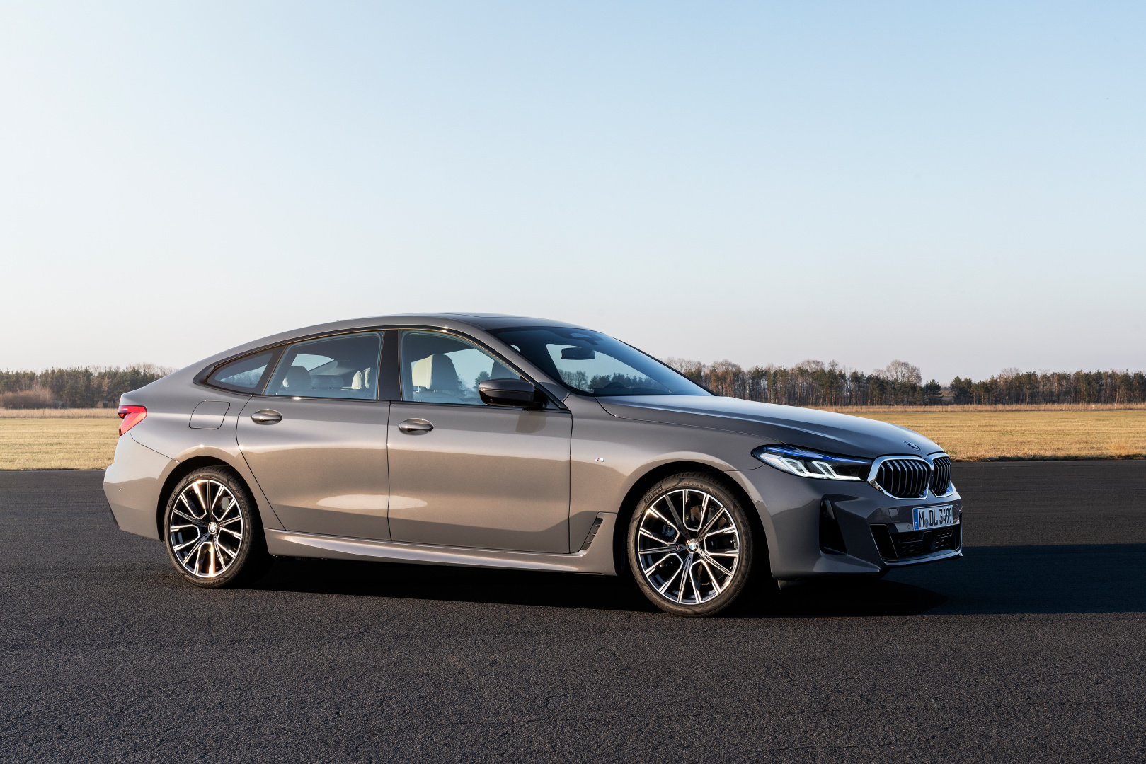 SMALL_P90389862_highRes_the-new-bmw-640i-xdr