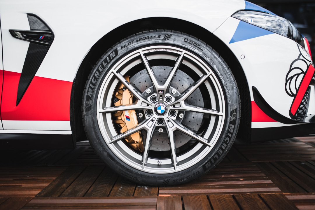 SMALL_P90362210_highRes_bmw-m-gmbh-official-