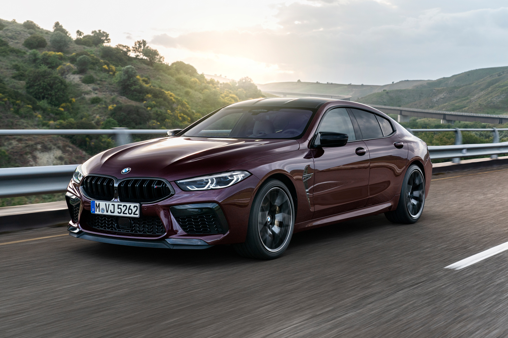 SMALL_P90369597_highRes_the-new-bmw-m8-gran-