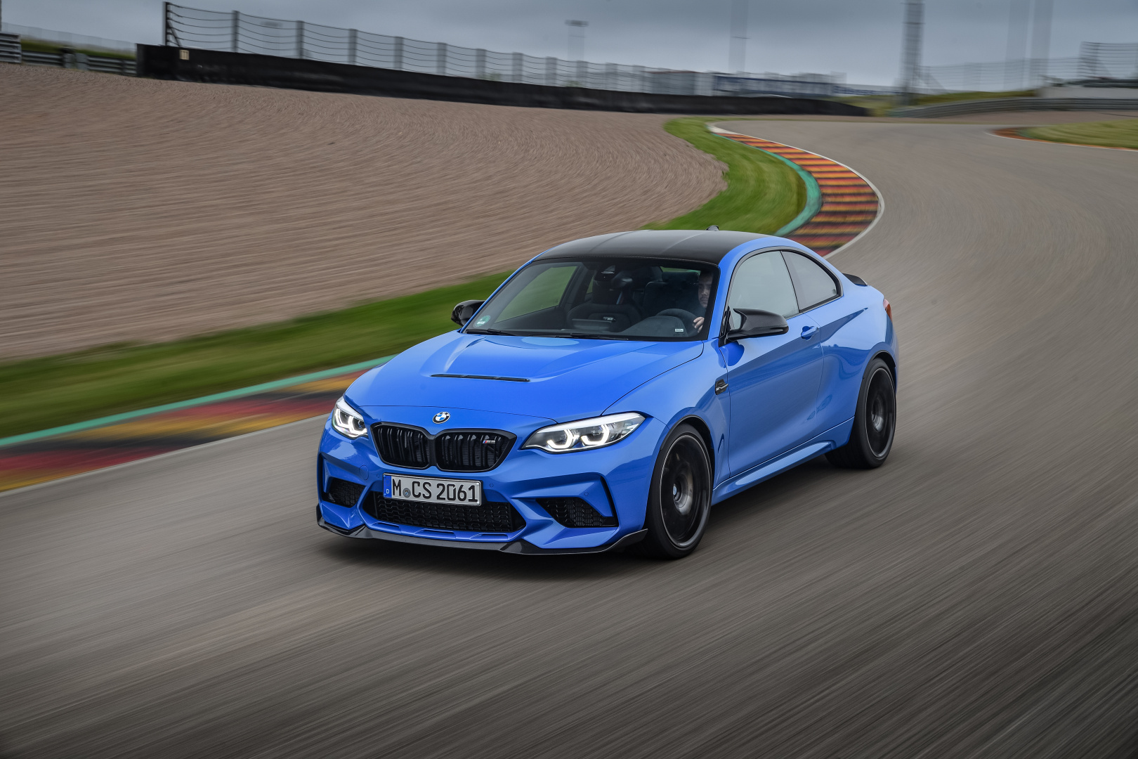 SMALL_P90394690_highRes_the-new-bmw-m2-cs-08