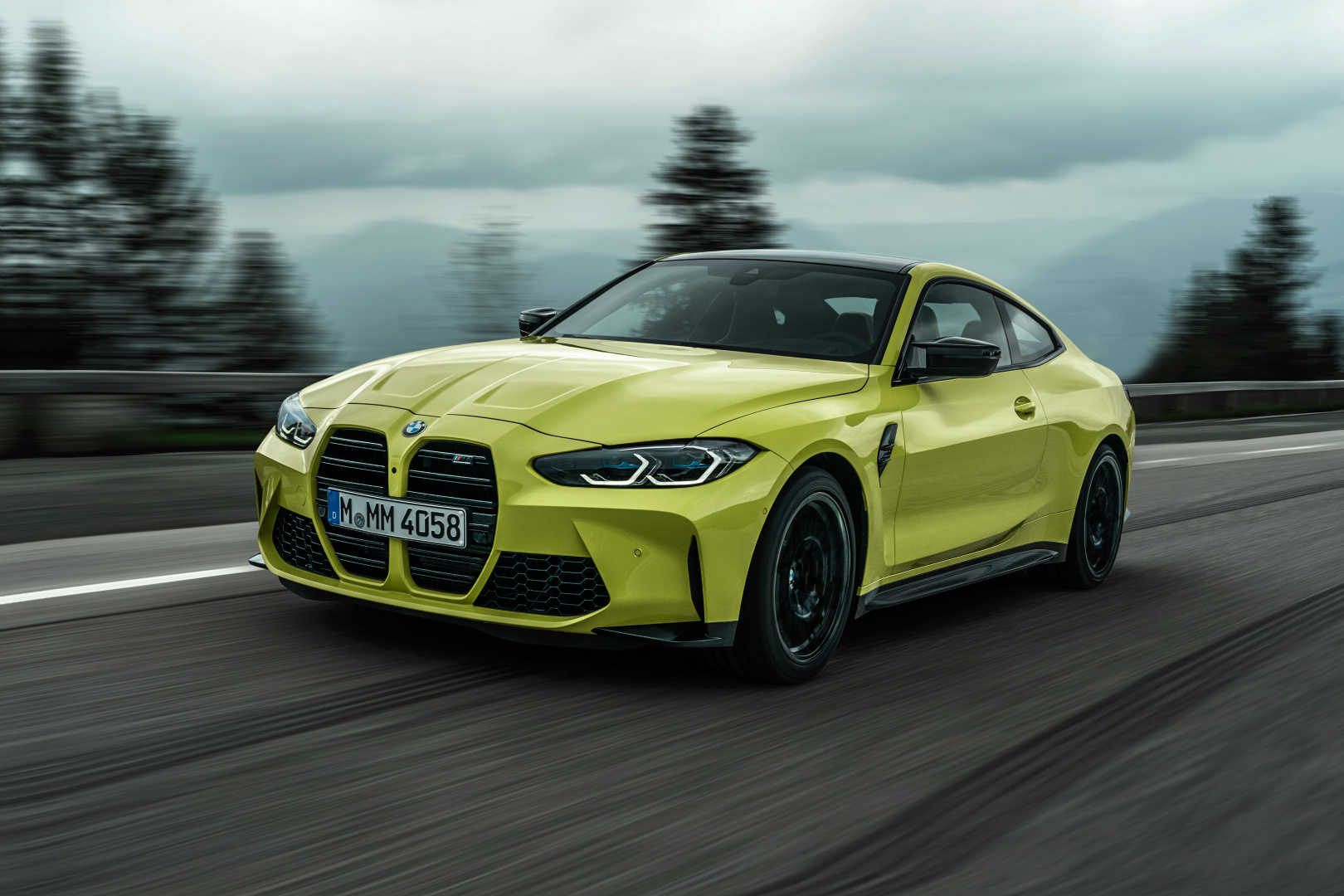 SMALL_P90399203_highRes_the-new-bmw-m4-compe