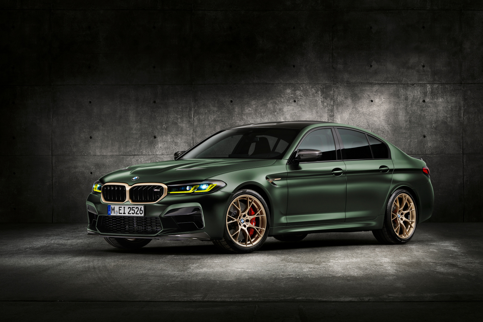 SMALL_P90411344_highRes_the-new-bmw-m5-cs-st