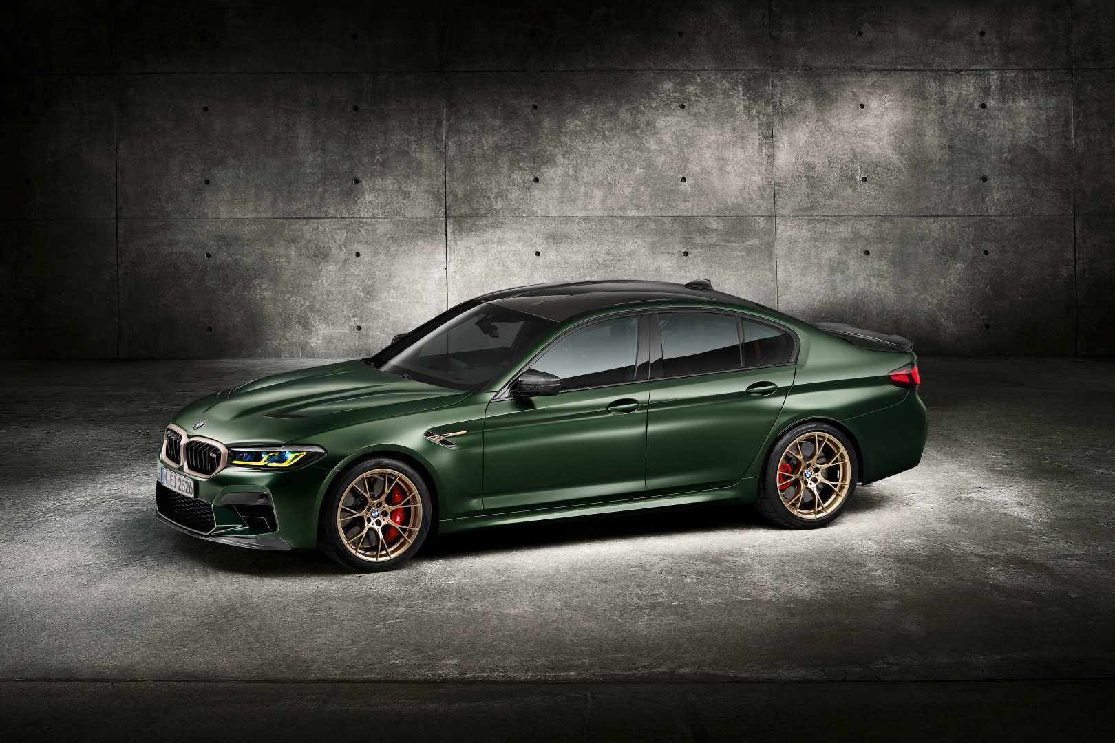 SMALL_P90411346_highRes_the-new-bmw-m5-cs-st