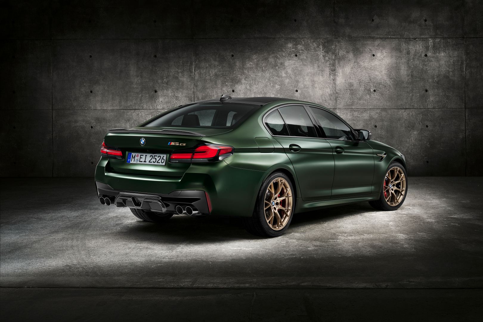 SMALL_P90411347_highRes_the-new-bmw-m5-cs-st