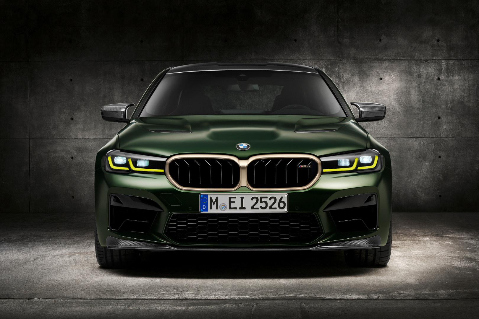 SMALL_P90411349_highRes_the-new-bmw-m5-cs-st