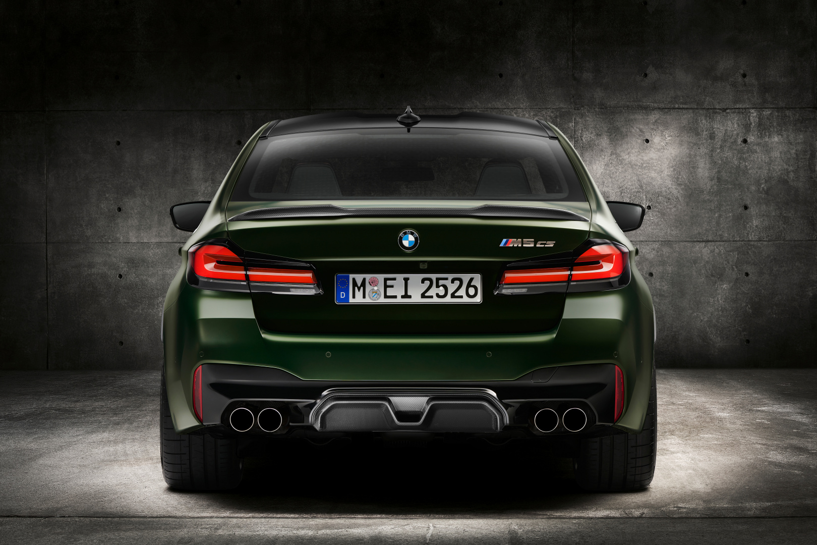 SMALL_P90411350_highRes_the-new-bmw-m5-cs-st
