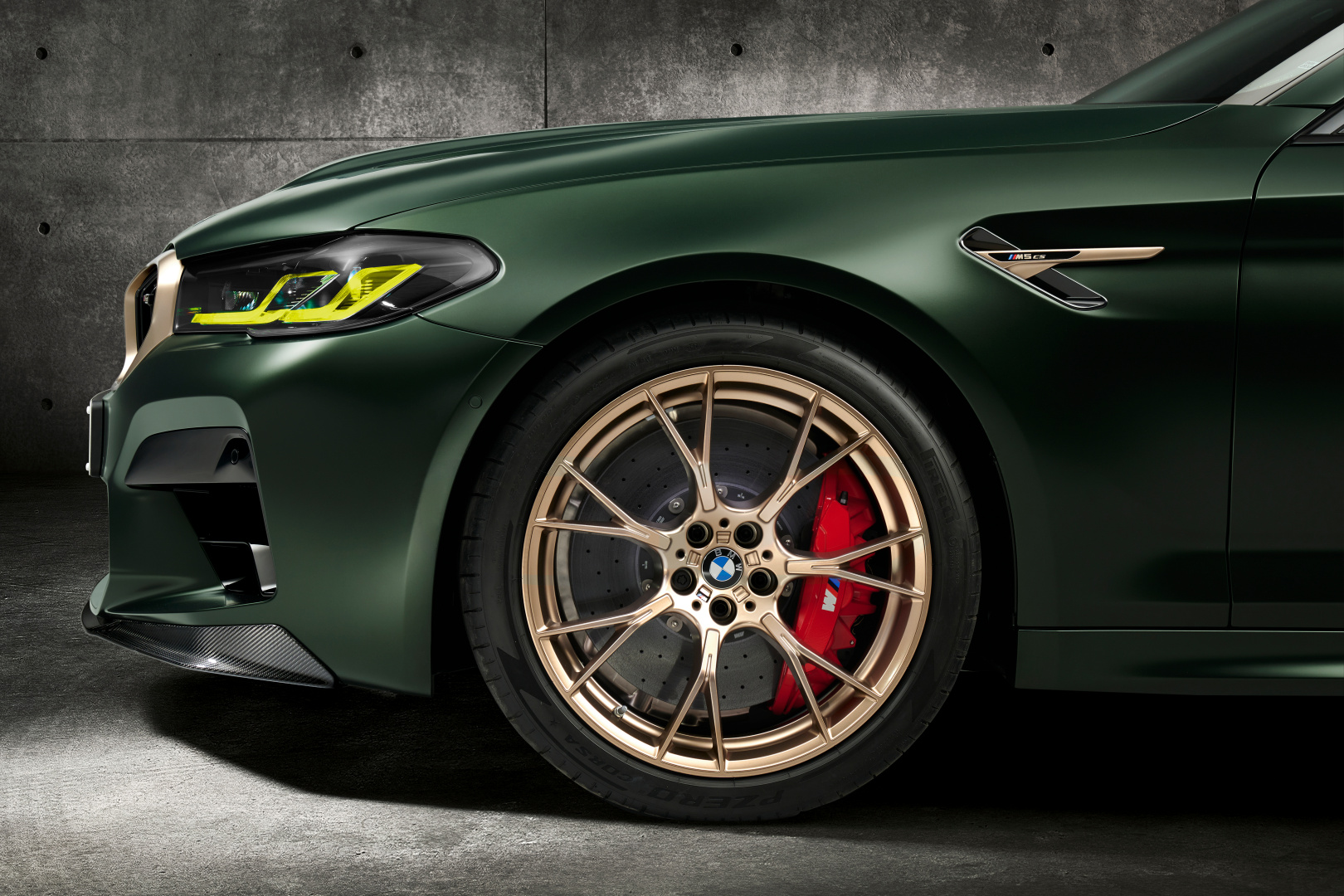 SMALL_P90411351_highRes_the-new-bmw-m5-cs-st