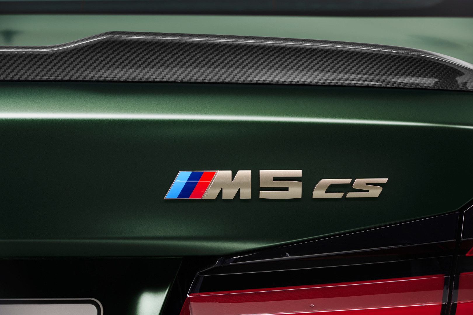 SMALL_P90411362_highRes_the-new-bmw-m5-cs-st