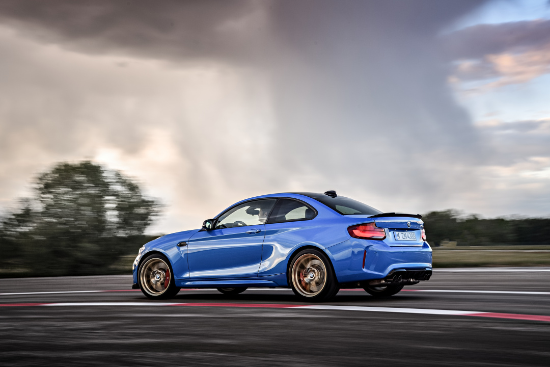 SMALL_P90374209_highRes_the-all-new-bmw-m2-c