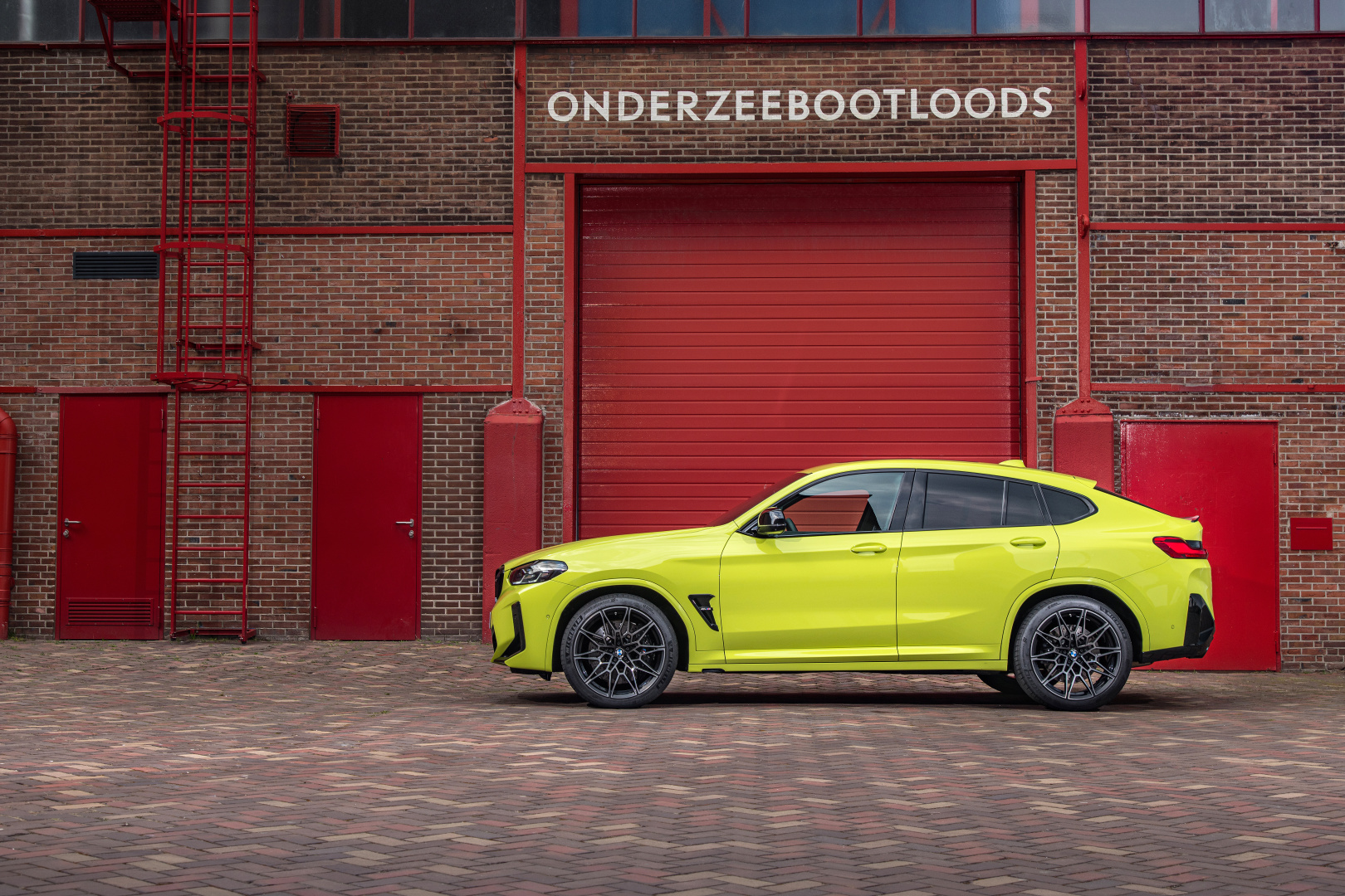SMALL_P90423938_highRes_the-new-bmw-x4-m-com
