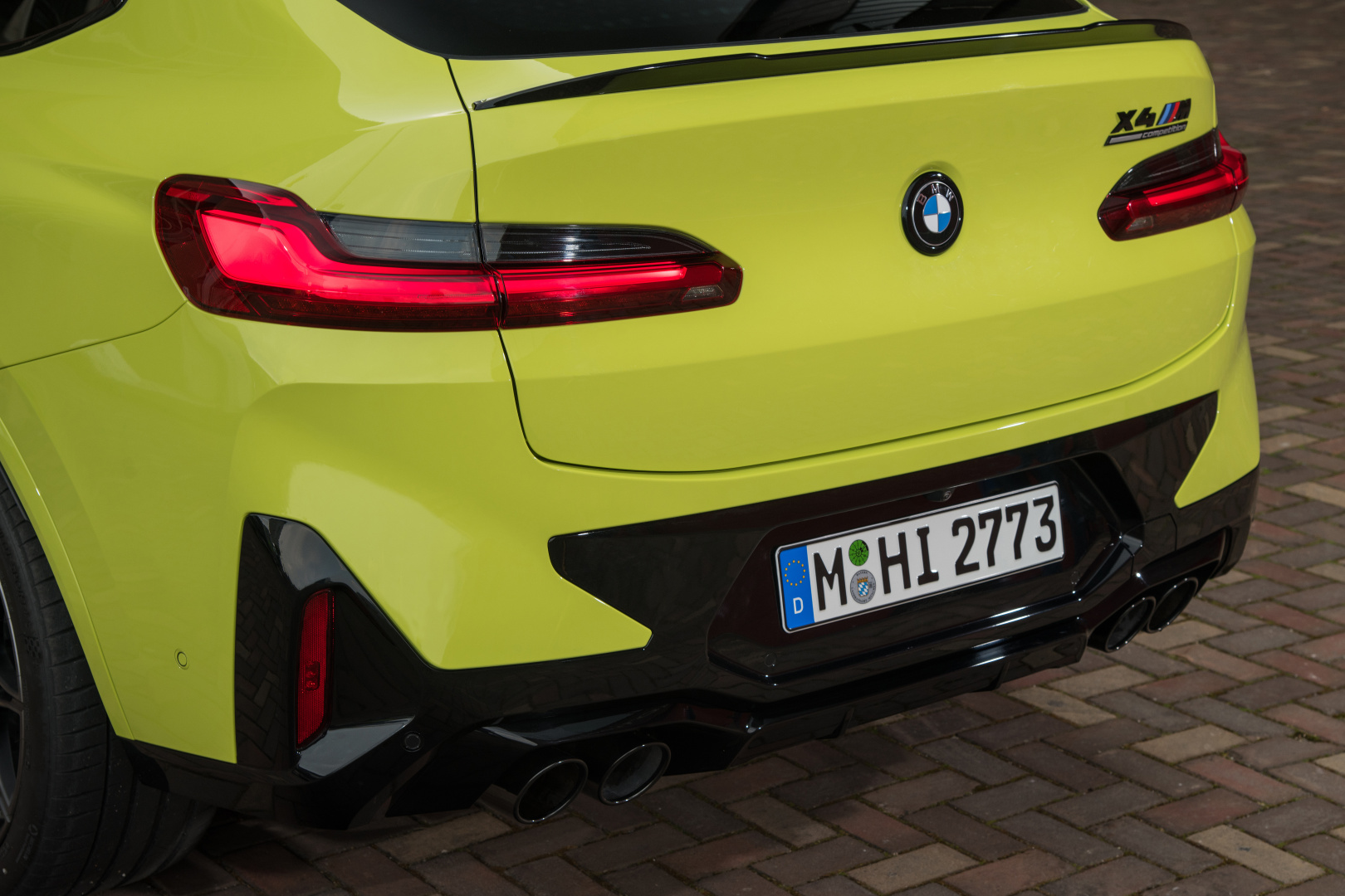 SMALL_P90423960_highRes_the-new-bmw-x4-m-com
