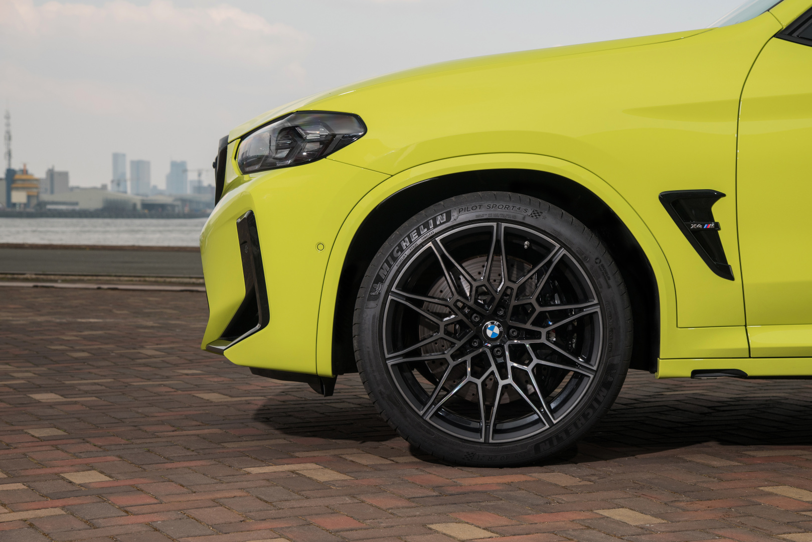 SMALL_P90423961_highRes_the-new-bmw-x4-m-com