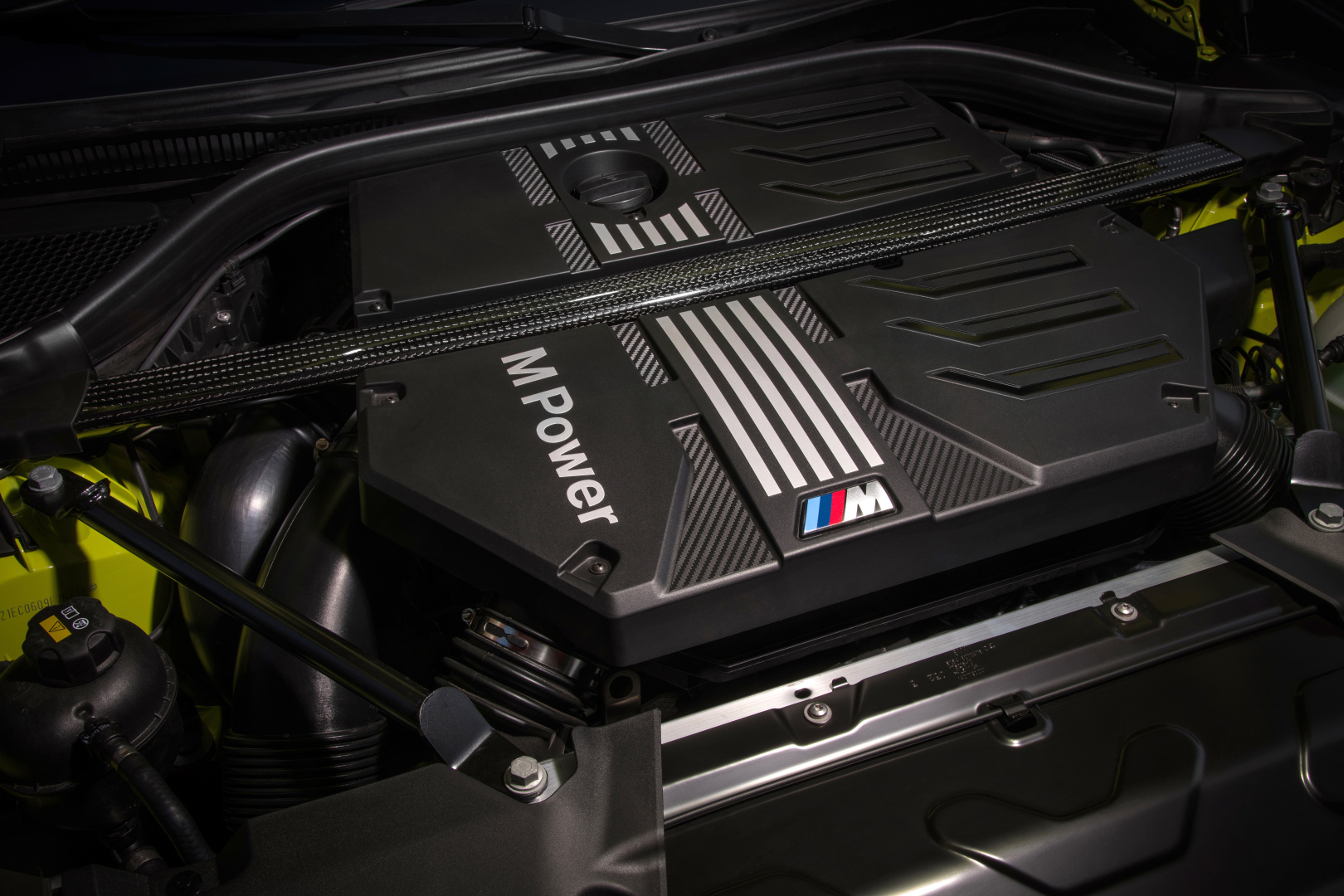 SMALL_P90423980_highRes_the-new-bmw-x4-m-com