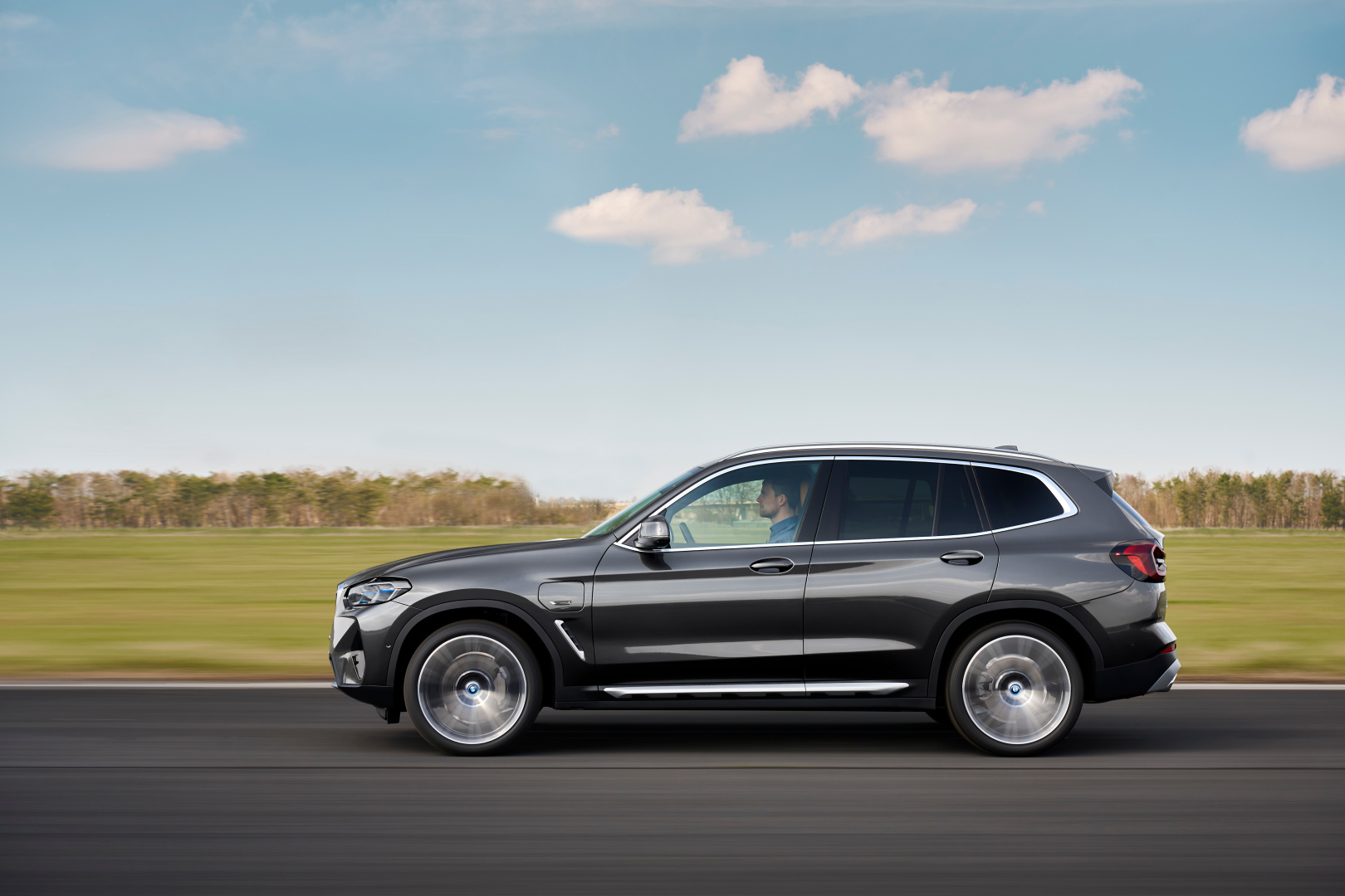 SMALL_P90424688_highRes_the-new-bmw-x3-xdriv