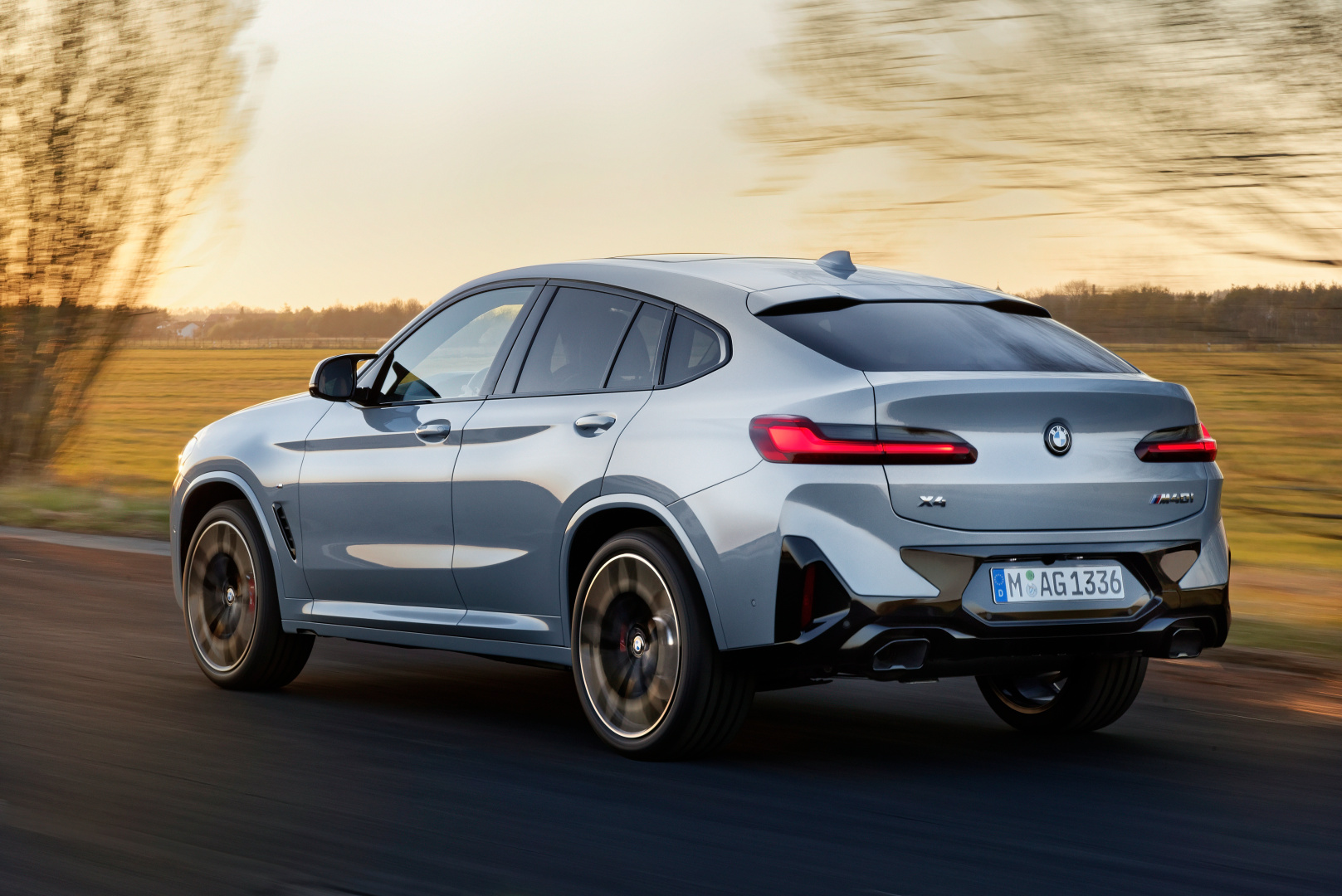 SMALL_P90424735_highRes_the-new-bmw-x4-m40i-