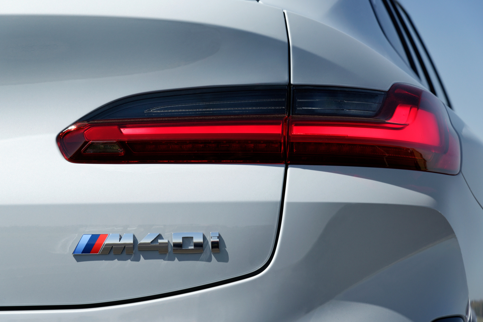 SMALL_P90424741_highRes_the-new-bmw-x4-m40i-