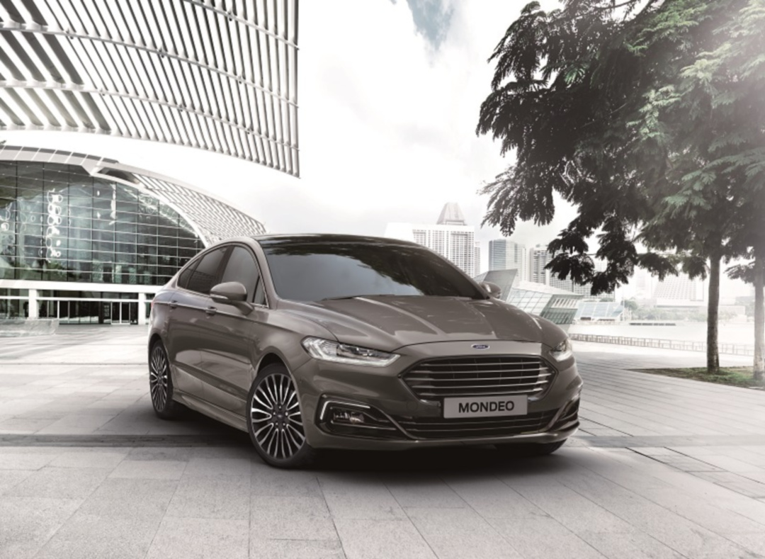 SMALL_【圖一】New Ford Mondeo以Ford Kinetic Design 2.0家族設計語彙呈現更具都會質感的樣貌