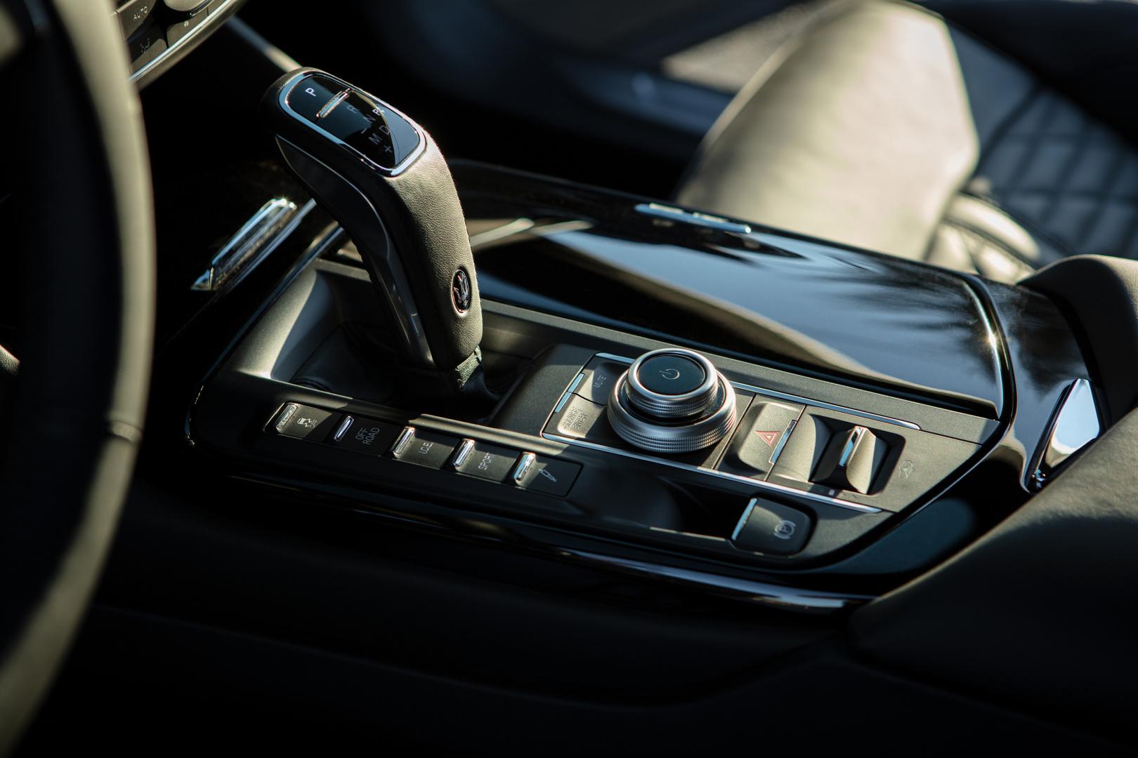 SMALL_17900-MaseratiLevanteHybrid