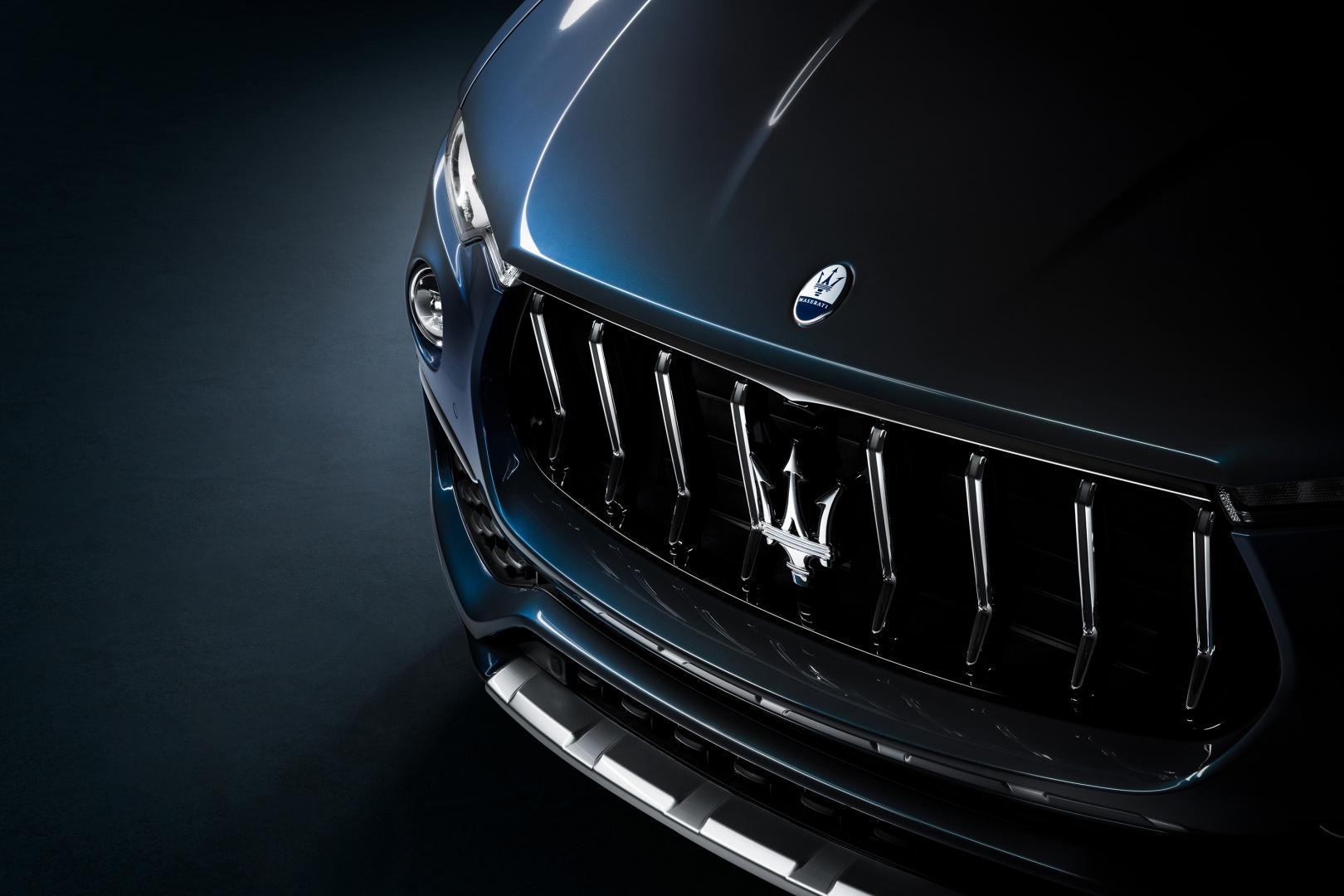 SMALL_17916-MaseratiLevanteHybrid