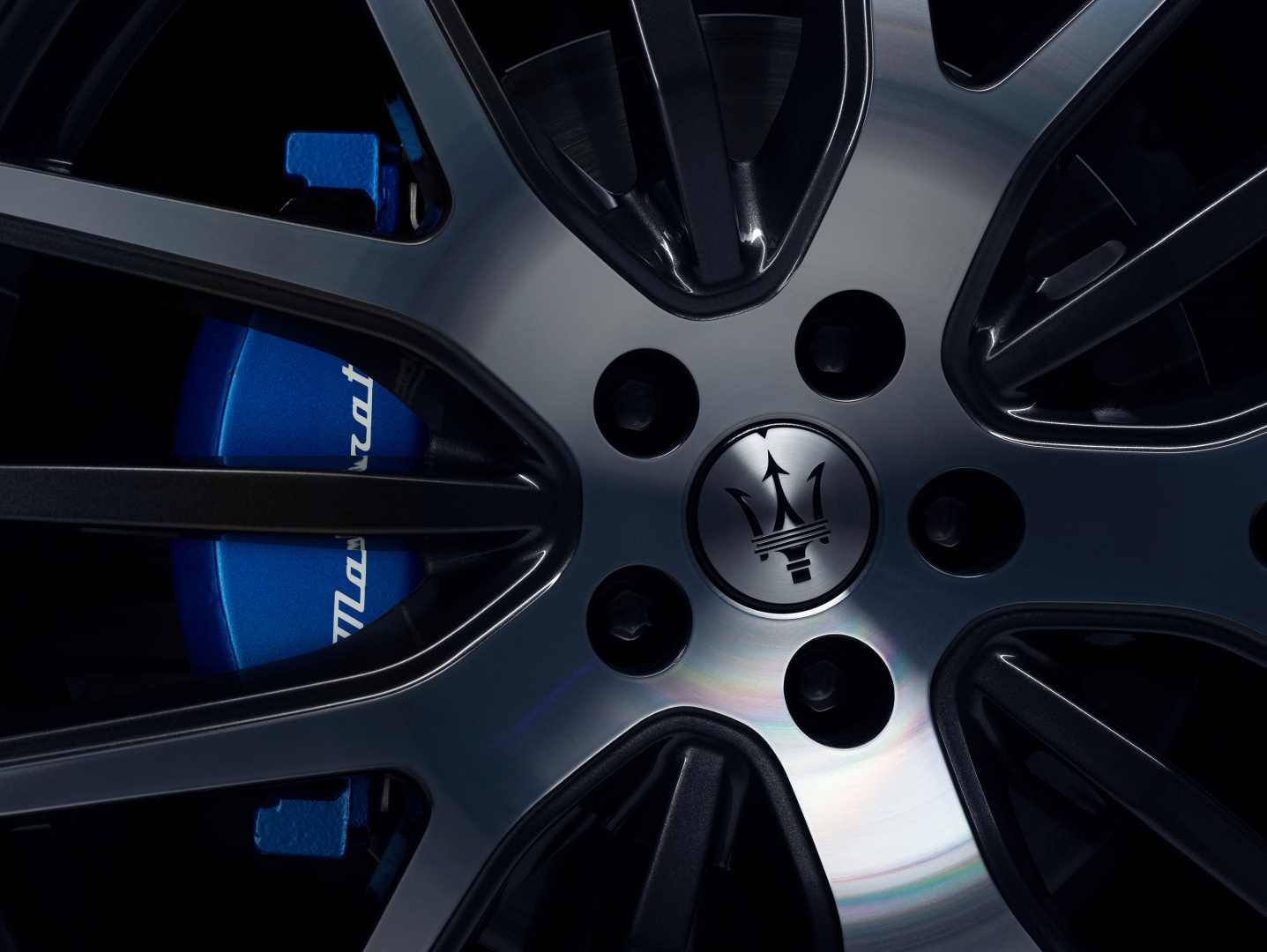 SMALL_17921-MaseratiLevanteHybrid