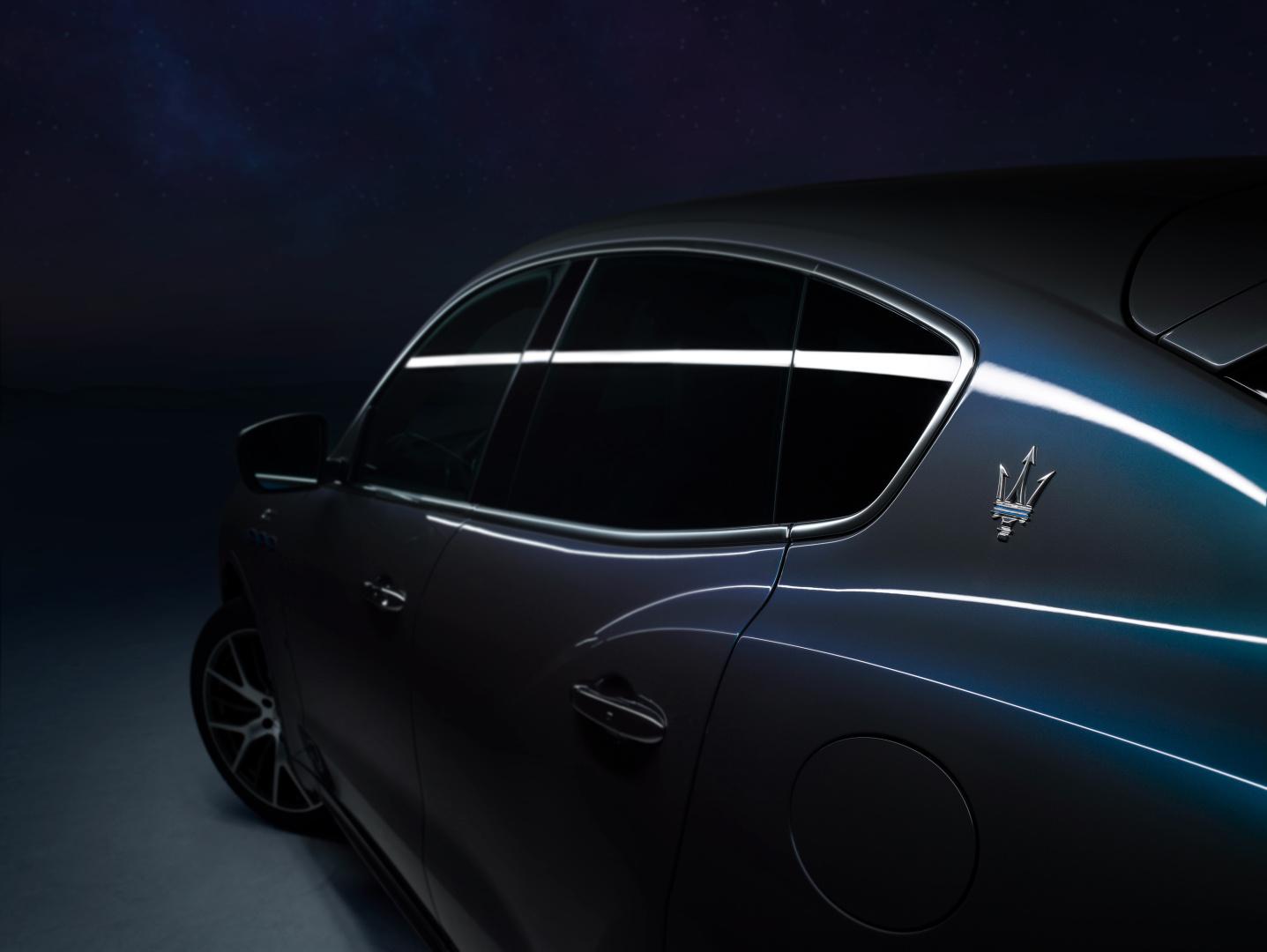 SMALL_17922-MaseratiLevanteHybrid