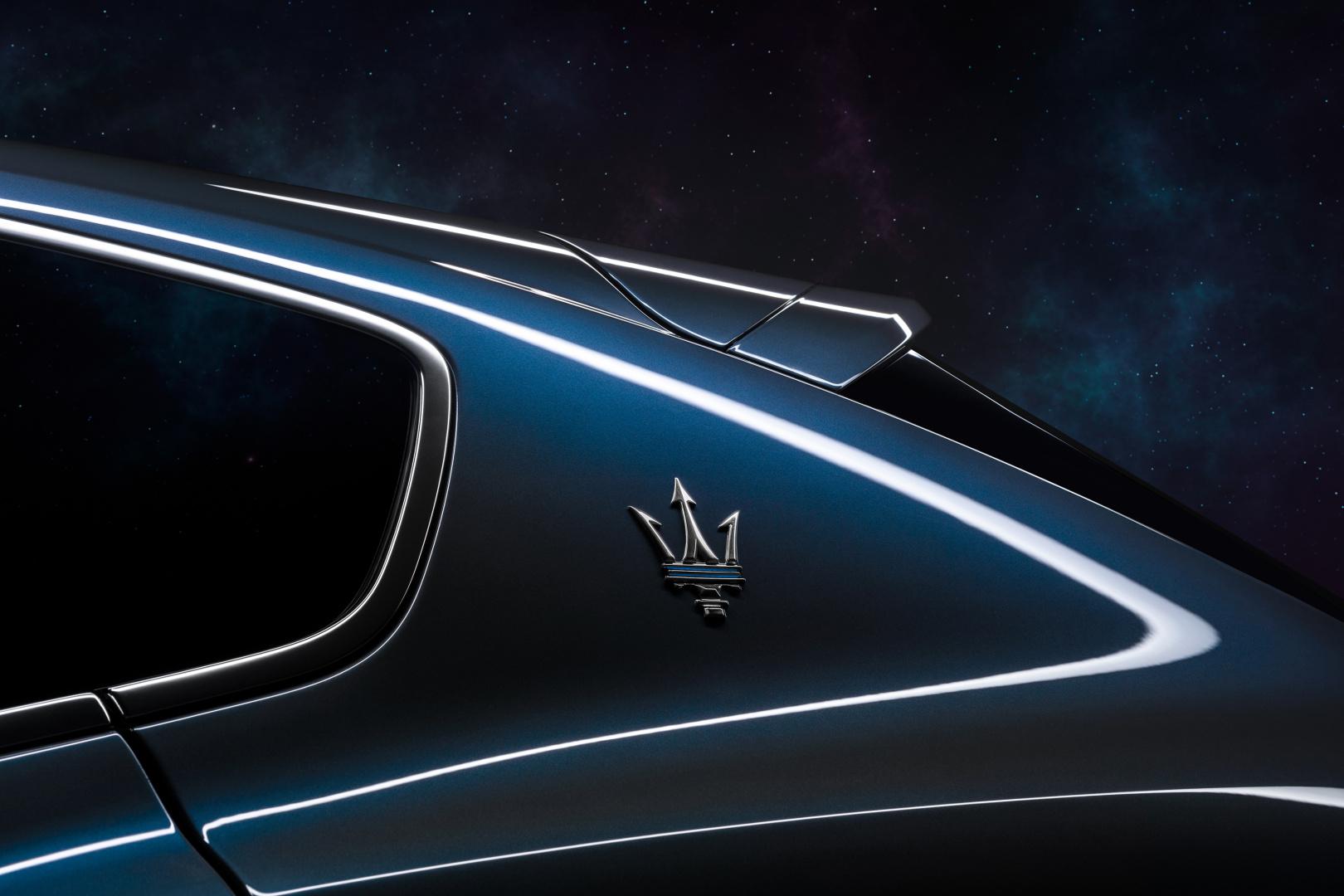 SMALL_17923-MaseratiLevanteHybrid